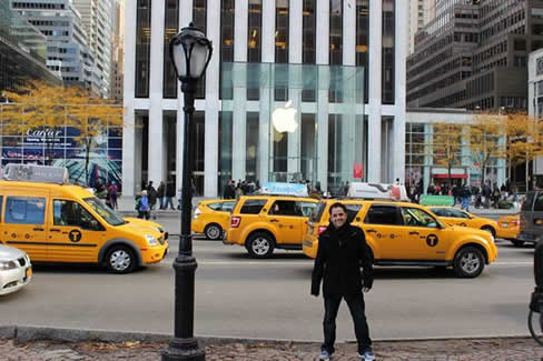 Sergio Felix Apple Store FifthAvenue
